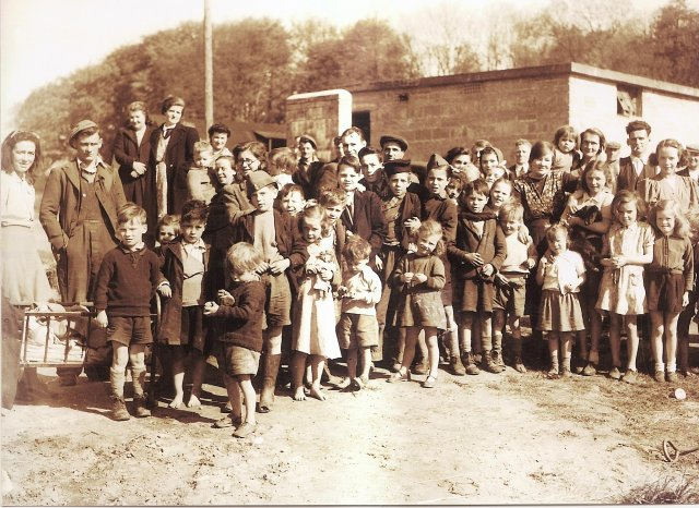 Belmont 12 May 1947,all heading for Springtown includingEva McGuinness,Abbie Mc Guinness,Hugo Lewis,Minnie Lewis,Eddie Kelly,Charlie mc Monagle,Sadie Campbell,Maggie Mc Gowan,Eddie Kelly,Mary B Kelly